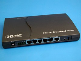 XRT-401D, Маршрутизатор проводной, 4 LAN порта 10/100Мб/с + 1 WAN порт 10/100Мб/с