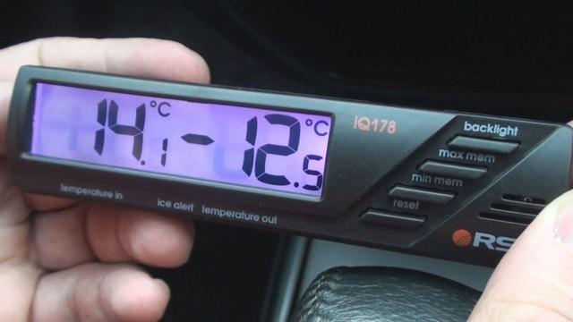 Автомобильный термометр с выносным датчиком