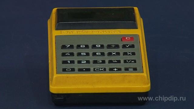 Одним из первых массовых советских микрокалькуляторов был Б3-14 выпущенный в 1981 году.  Он был создан на заводе...