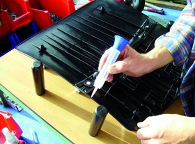 Фото 1/3 VA 20 (12г) Цианоакрилатный клей -VА (основа-этилат). Низкая вязкость   20 mPa s. Быстрый.