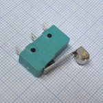 Фото 2/2 MSW-13, Микропереключатель с роликом 17мм ON-(ON) (5A 125/250VAC) SPDT 3P