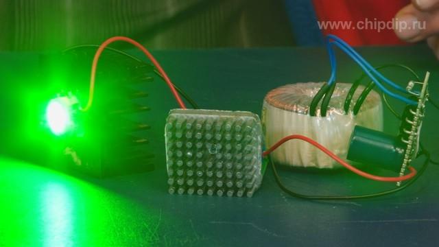 Простой источник тока для светодиода мощностью 10Вт можно построить на известной микросхеме LM2596.